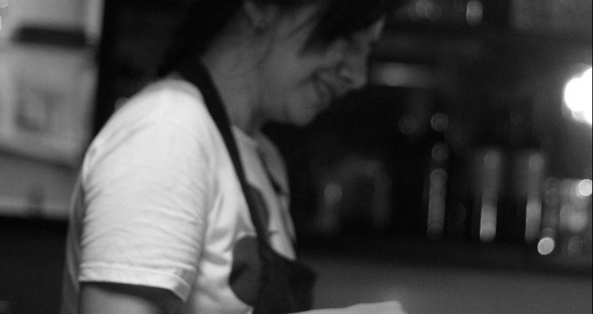 Bar Women Barman  - LaIdeasAds / Pixabay