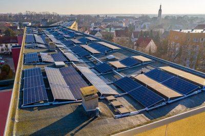 Potentiale nutzen - Solar auf städtischen Dächern. Ein Schritt auf dem Weg zur Klimaneutralität